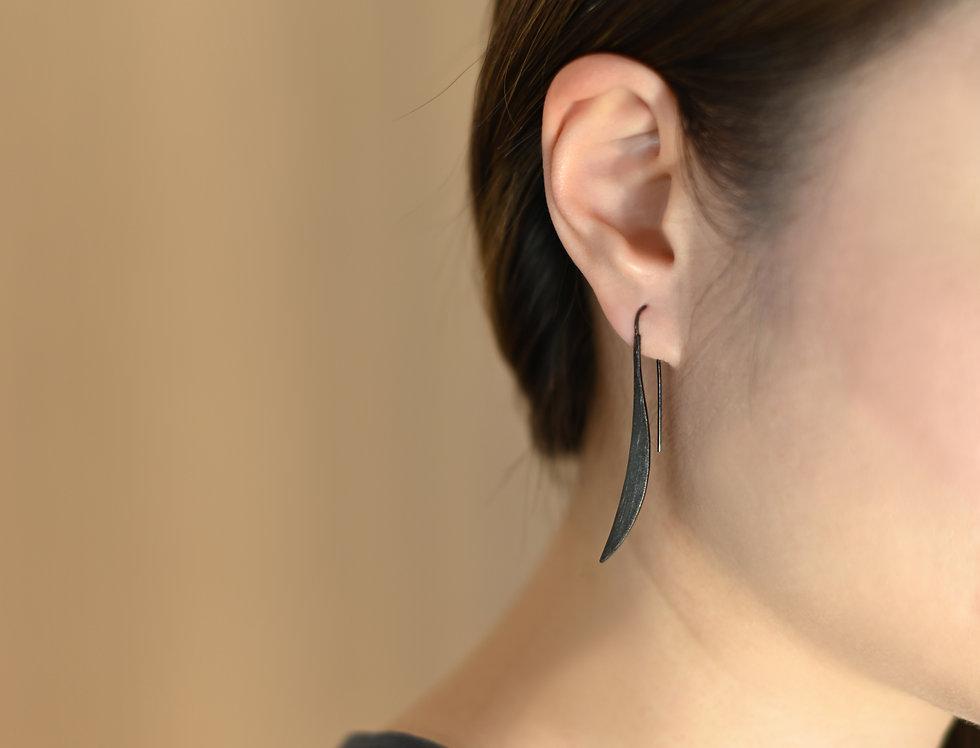 Black Rhodium Brushed Curve Earrings
