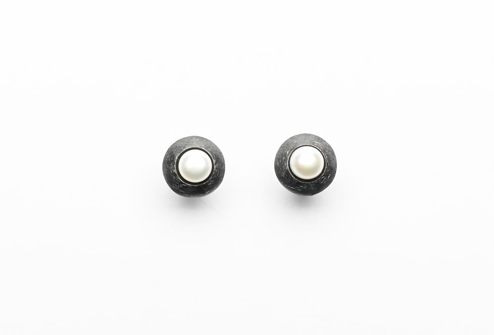 Black Rhodium Pearl On Leaf Earrings
