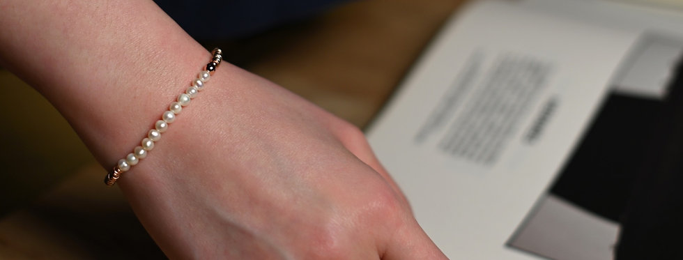White Pearls Classic Rose Gold Bracelet