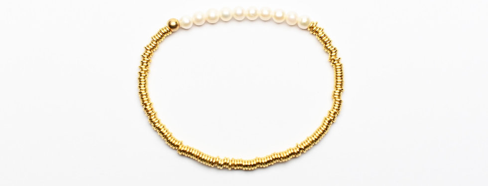 White Pearls Classic Gold Bracelet