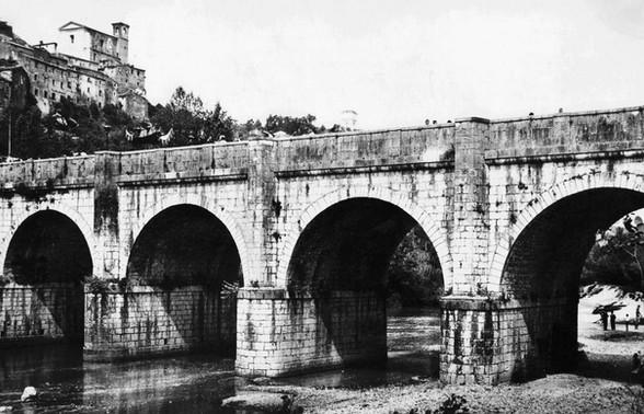 Ponte sul Sacco con la chiesa di S. Pietro