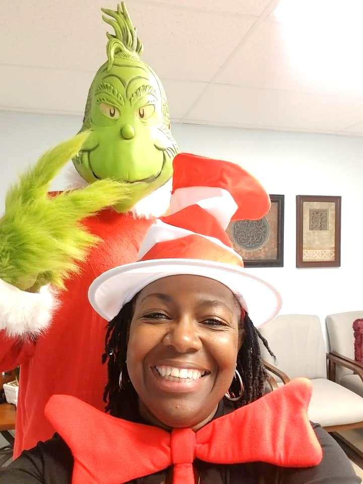 Jacqui%20and%20Grinch%20at%20CAS%20K-2_e