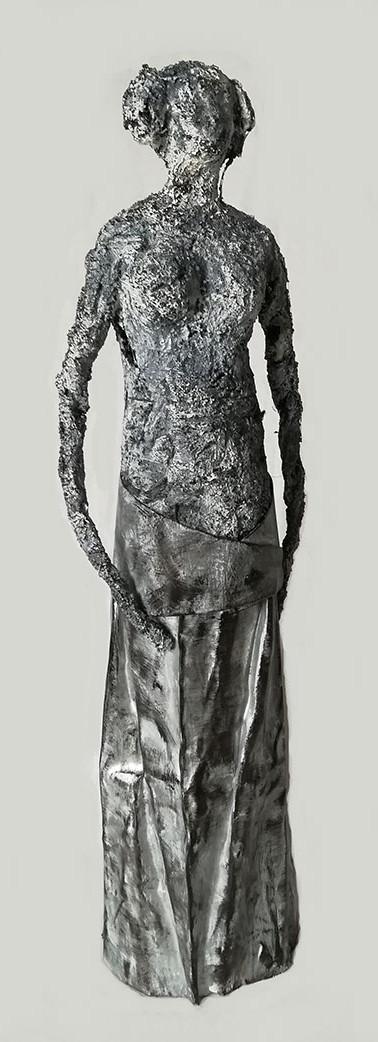 Personnage à la robe