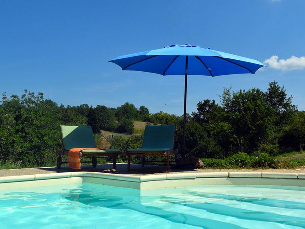 pool-umbrella