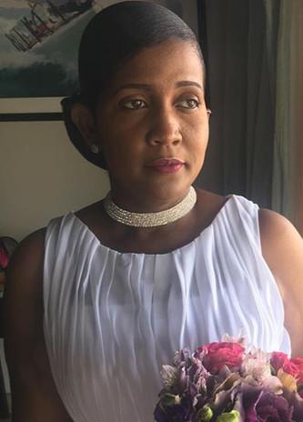 A classic bride awaits...._#bvimua #bvimakeupartist #mzsovifaces #elegant #weddingglam #br