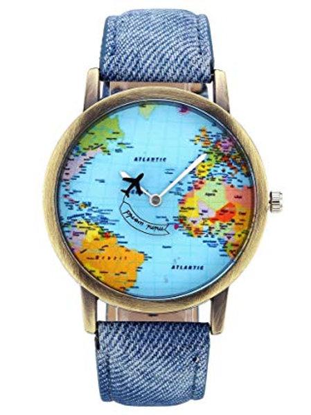 Orologio mondo con aereo in movimento al secondo