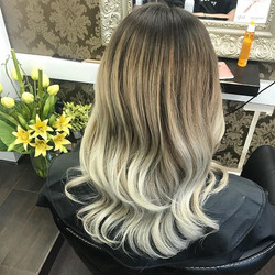 We're loving Ash ombré at the minute 💇🏼#milkshake #gemini #tones #ombre #rootstretch #process
