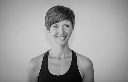 Anusara Inspired Yogalehrerin Sonja Witte parApara yogaStudio Potsdam .jpeg