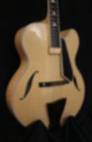 Guitare Luthier Archtop Magasin musique Aube Champagne ardenne France Troyes Basse Bois Provins Sézanne Marne