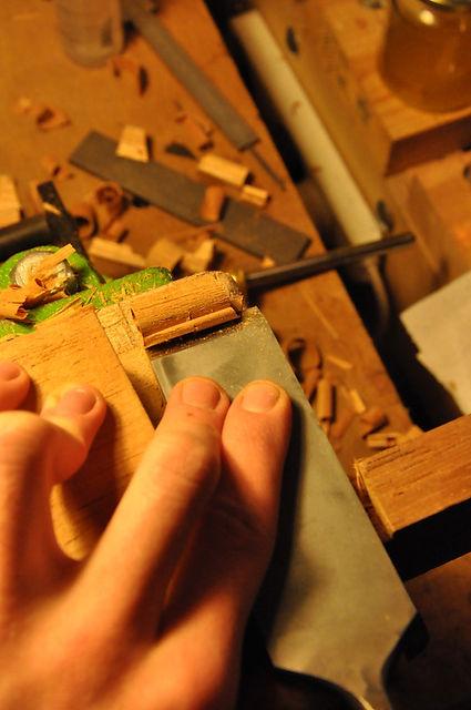 Luthier Guitare Aube, fabrique et répare Guitares basses violons près de Troyes