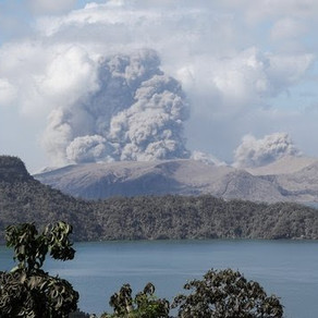 Ticking volcano: Philippine residents urged to evacuate their homes