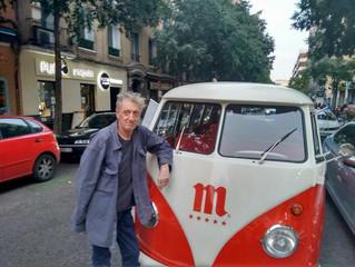 Enrique San Francisco recorre Madrid a bordo de Volkswagen T1