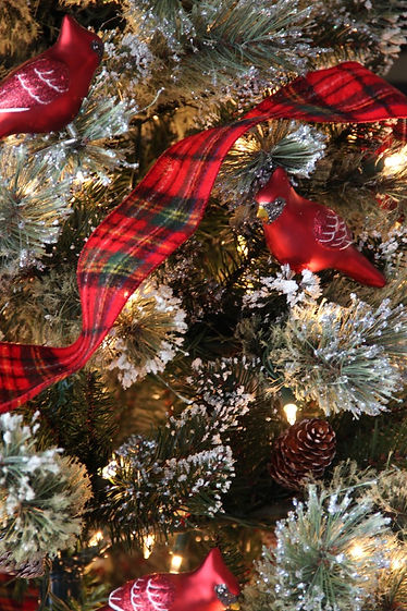 Snowberry-Cardinal-Ornaments-Plaid-Ribbo