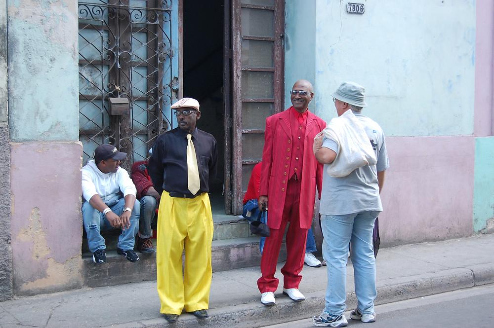 "Yhtyeen johtaja Diosdado Ramos ja laulaja Rafael ""Niño"" Navarro"