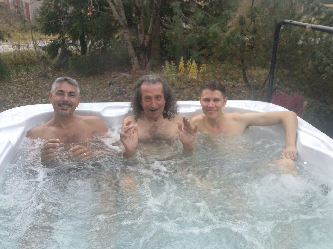 Tresoneros in the jacuzzi