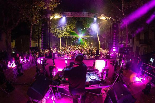 Retrouvez le DJ de prestige des soirées emblématiques Disco Queen, Lady's Night. 3 h de Mix pour coller vos invités à la piste. Pour vos cocktails, Bar Mitzvah, Soirées privées, Mariages et Evènementiels Corporate Entreprises.
