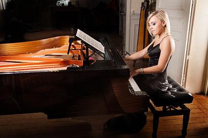 Pianiste évènementiel, soirées privées, mariages.