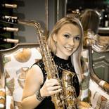 Saxophoniste évènementiel, soirées privées, mariages. Saxophoniste numéro 1 dans l'évènementiel. SAXO LED