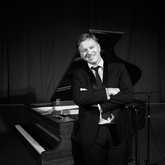 Corporate Events Pianist, private parties and weddings.