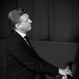 Un atout de Chic et de Charme! JC est le pianiste qu'il vous faut pour vos cocktails, BAr Mitzvah, Soirées privées, Mariages et Evènementiels. Repertoire Jazz, Chansons Françaises, Musique Classique et POP. Pianiste chez Maxim's et accompagnateur de célébrités.