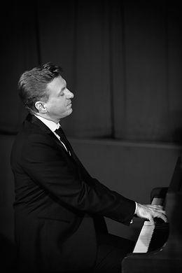 Pianiste évènementiel, soirées privées, mariages. Pianiste français Numéro 1 de l'évènementiel.