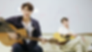 ギターを抱える二人