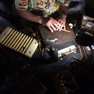 Live Cigar Roller