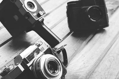 antique-cameras-black-white.jpg