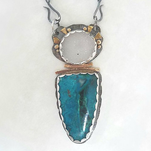 This beautiful Chrysocolla Malachite and quartz Necklace