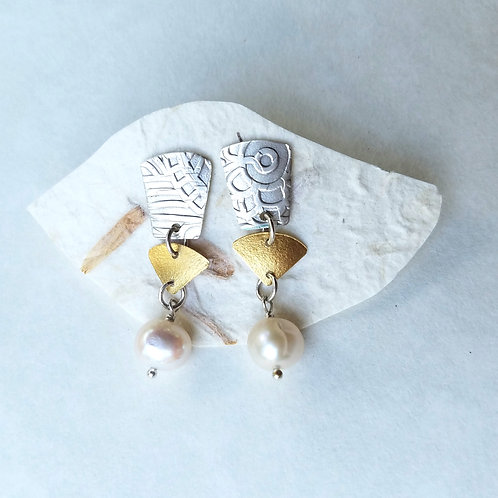 22k gold & sterling w/white pearl post earring