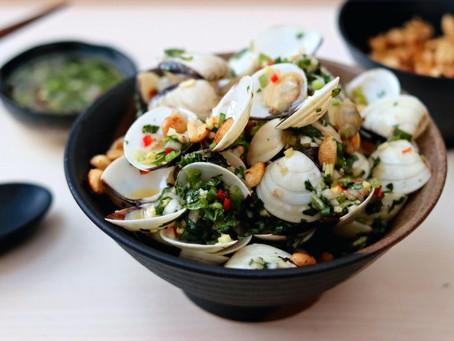 Ngao Nuong Hanh Toi (Vietnamese Herbs Clams)