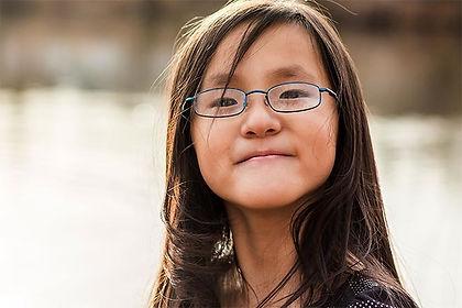 asian-girl-glasses-330x220_1.25x.jpg