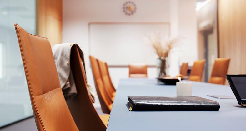 Fjell stoler og Kvart bord i et konferan