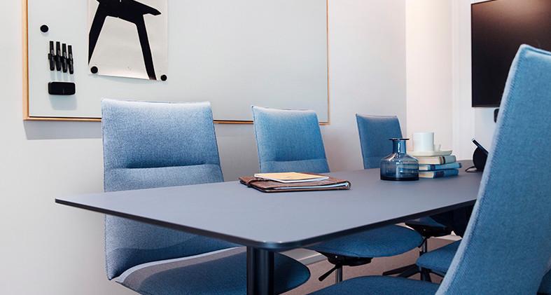 Møterom_med_Fjell_stoler_og_Kvart_bord_