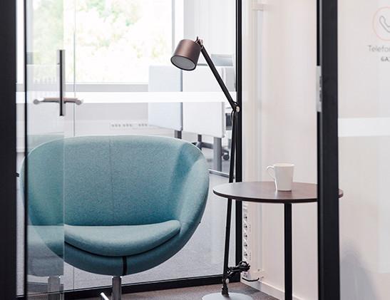 Planet stol og S bord i et stillerom_ Fo