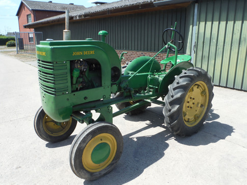 1945 LA #10605, with plow