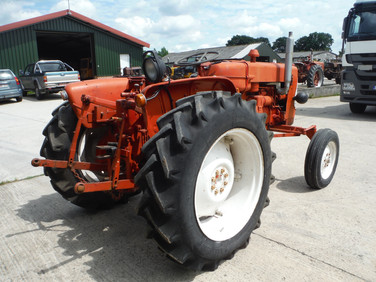 French built allis Chalmers  ED40 diesel, running tractor, € 1.900.