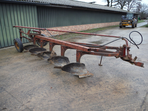 IH 5 Bottom semi-mounted plow