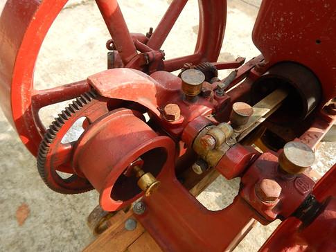 1914 IHC Famous 1 HP Pump engine