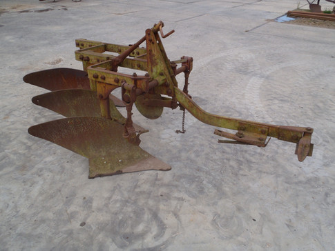 Allis Chalmers 3 bottom mounted