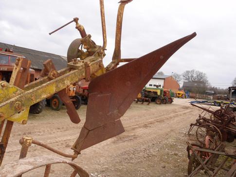 1 Bottom pretty big balance plow
