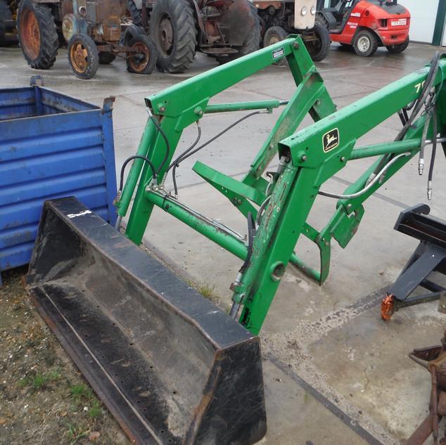 2000 John Deere 790 Diesel with loader