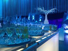 Les bars et buffets mobiles, lumineux et personnalisables