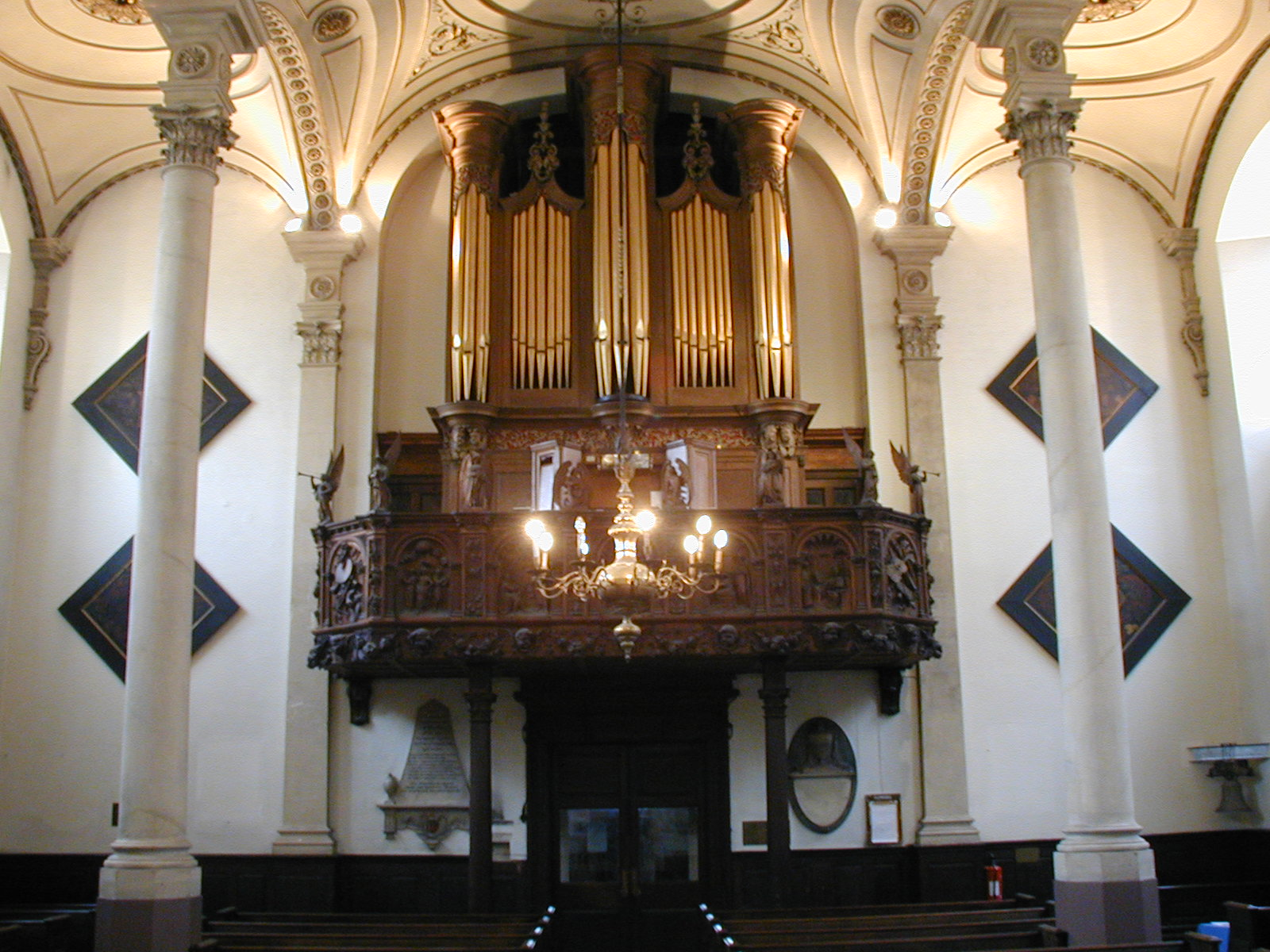 Organ-view from screen looking up (less colour)