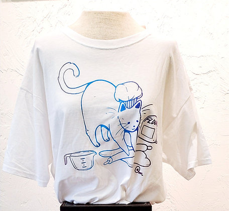 Kitchen Kneading Dough Kitty T-Shirt