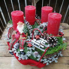 Galerie_Adventkranz_rote Kerzen-Santa.jpg