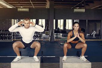 pareja-deportiva-entrenamiento-ropa-depo