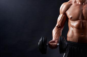 hombre-joven-fitness-estudio_7502-5008.j