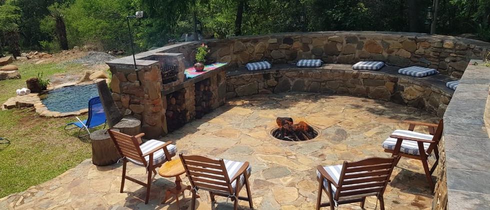 Cottage boma area & plunge pool.jpg