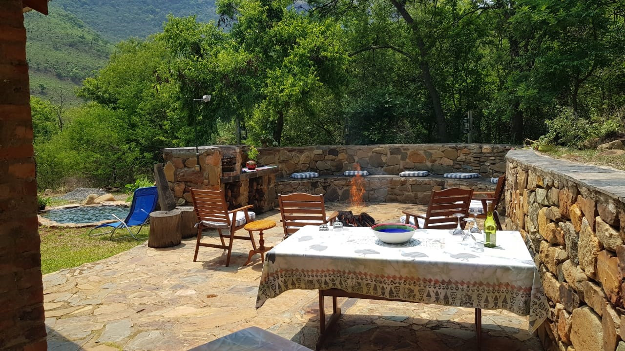 Cottage boma area fit for sundowners.jpg